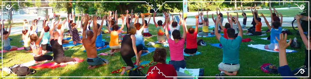 Pratiquant·e·s de yoga en plein air   Krishna Yoga à Grenoble et Meylan